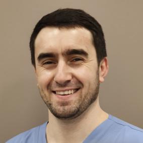 Гаджиев Али Омардибирович, стоматолог-хирург