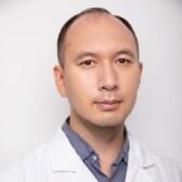 Лю Чжи Дин, невролог