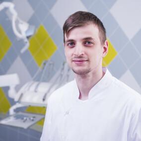 Гасанов Керим Гаджимагомедович, стоматолог-терапевт