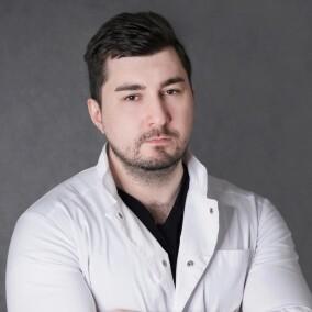 Абозин Максимильян Владимирович, пластический хирург