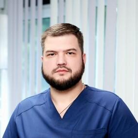 Бушин Евгений Евгеньевич, стоматолог-терапевт