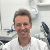 Максимов Юрий Владимирович, стоматолог-терапевт