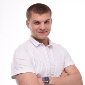 Шлемов Артем, стоматолог-терапевт