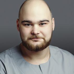 Романченко Александр Сергеевич, стоматолог-терапевт