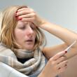 повышенная температура, насморк, боль в горле и головная боль при гриппе