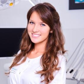 Чегодаева Арина Петровна, стоматолог-терапевт