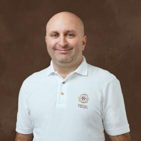 Алескеров Эльчин Шахинович, стоматолог-хирург