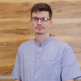 Мадар Евгений Мирославович, стоматолог-хирург