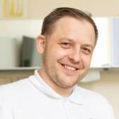 Ушаков Эдуард Валерьевич, стоматолог-хирург