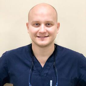 Бажанов Иван Валерьевич, стоматолог-терапевт