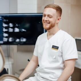 Азниев Георгий Александрович, стоматолог-хирург