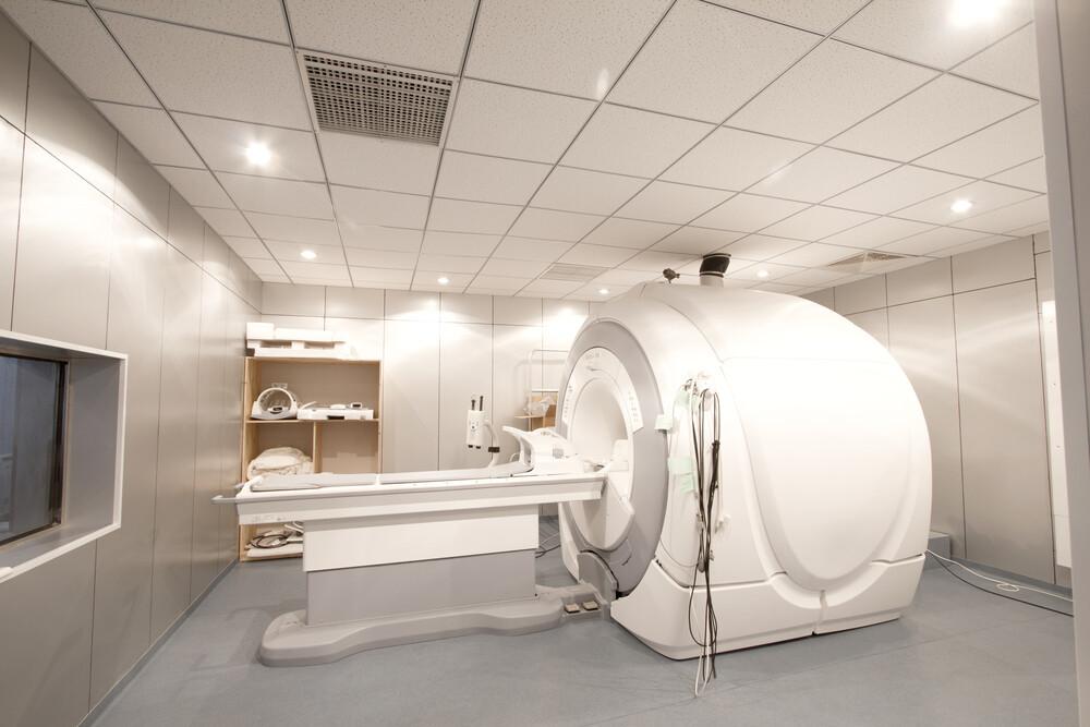 МРТ, КТ, УЗИ: насколько важно их наличие при выборе клиники