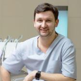 Василенко Антон Сергеевич, стоматолог-терапевт