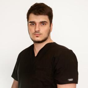 Магомедов Артур Алексеевич, стоматолог-хирург