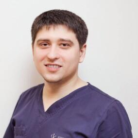Тарасов Денис Геннадьевич, стоматолог-хирург