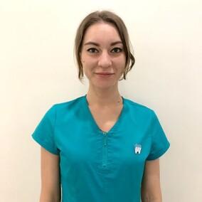 Лагунова Алина Евгеньевна, стоматолог-терапевт